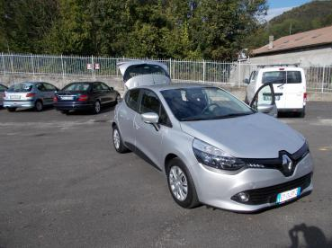 RENAULT CLIO EY049YZ